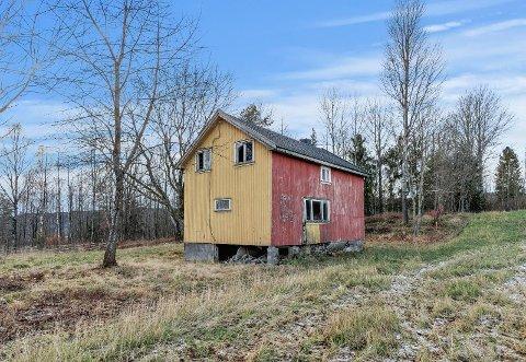 LITT Å GJØRE: Megleren legger ikke skjul på at du skal være ganske handy for å få noe ut av dette huset i Vivestad.