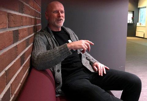 GLEDER SEG: Om et halvt års tid skal Nøtterøy kulturhus' lagertilbygg være på plass. Kulturhussjef Einar Schistad gleder seg storveis.