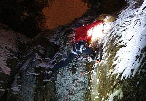 STAS: Marius Grimsæth på vei opp den lille ispølsa i Råelåsen.