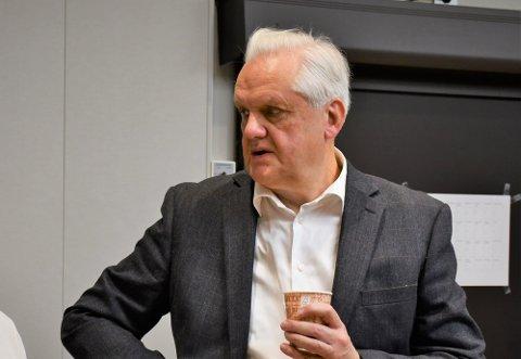 FÅR GJENNOMGÅ: Jørn Magdahl får skarp kritikk av de fire ikke-sosialistiske partilederne, men slår tilbake: Dette er ikke personlige forhold, sier han om Siri Foyns byggesak.