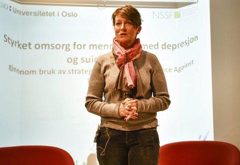 Rådgiver: Hilde Thomassener tilknyttet Nasjonalt senter for selvmordsforskning og -forebygging (NSSF) som er en del av Det medisinske fakultet ved Universitetet i Oslo. Formålet med NSSF er å utvikle, vedlikeholde og spre kunnskap for å redusere antall selvmord og selvmordsforsøk i Norge, og bidra til bedre livskvalitet og omsorg for alle som blir berørt av selvmordsatferd.Foto: Mette Urdahl
