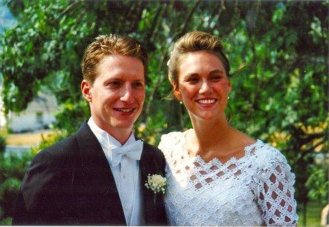 BRYLLUPET: Chad Tearle og June Engø giftet seg i Nittedal kirke i 1997. Siden har de fått tre barn sammen og familien er bosatt i Excelsior, Minnesota.