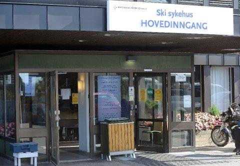 SLÅTT NED PÅ JOBB: En mann som lå til observasjon på Follo legevakt etter en overdose,  ga en sykepleier et kraftig knyttneveslag i ansiktet.