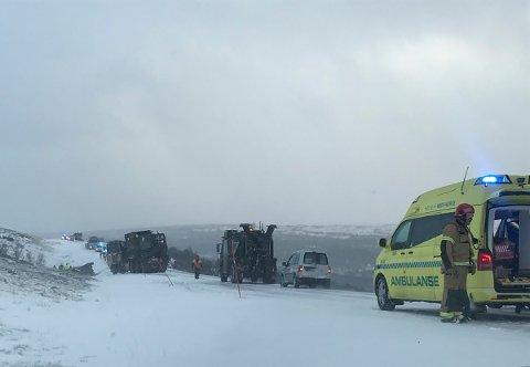 ULYKKE: Fire personer ble skadet da i alt åtte militære kjøretøy var involvert i en ulykke på fylkesvei 705 ved Stuggusjøen mellom Tydal og Røros i Trøndelag tirsdag.