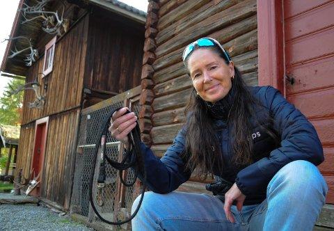 ELGJEGER-ENKE: - Jeg synes det er hyggeligst når alle er hjemme på gården, og så er det så tomt i hundegården når Balder ikke står der, sier Ann Brudevoll.