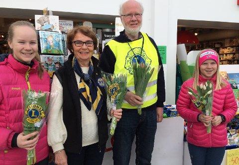 Fornøyde etter tulipanaksjonen:  Eline Skjevdal, Rakel H. Øiestad, Ole Herman Winnem og Astrid Skjevdal.