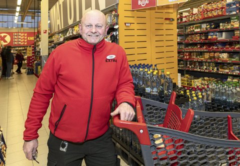 Glad: Anders Brevik, butikksjef i Extra Sunndalsøra, er svært fornøyd med omsetningen i 2019.