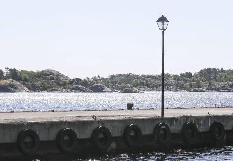 Ny topp: Etter fem år i mørket har nå lykta på dampskipsbrygga fått lyset tilbake.
