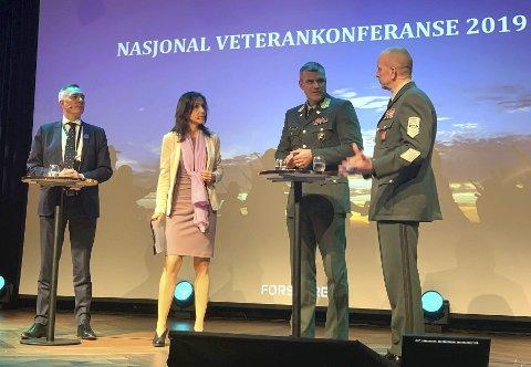Fra veterankonferansen i Kristiansand. Forsvarsminister Frank Bakke-Jensen til venstre.