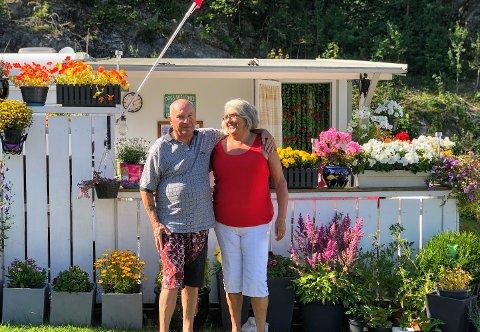 Osmo og Ingrid forteller at de koser seg masse på Røed.