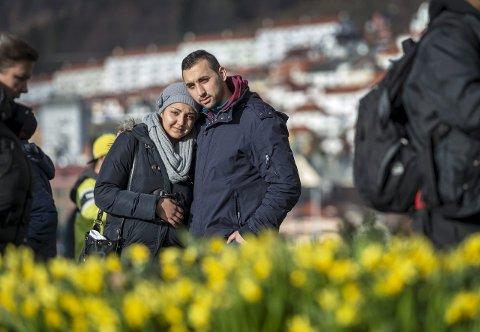 Vil etablere seg: Anca Stancu (20) og Bobi Ion (23) trives godt i Bergen, og håper begge finner forutsigbart arbeid. Foto: Eirik hagesæter