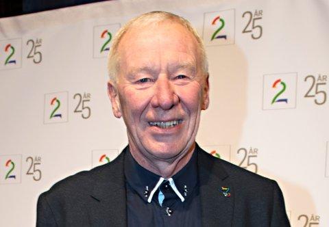 Tidligere TV 2-sjef Alf Hildrum, her på den røde løperen i forbindelse med TV 2s 25-års jubileum tidligere i år, går sterkt til rette mot kritikken fra tidligere kommunikasjonssjef Rune Indrøy. Hildrum gikk av som TV 2-sjef i 2014.