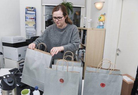 Aina Nottveit Bruvik (33), styrer i Sofusbarnehagen på Breistein, elsker å overraske  kollegene med gavekalender.
