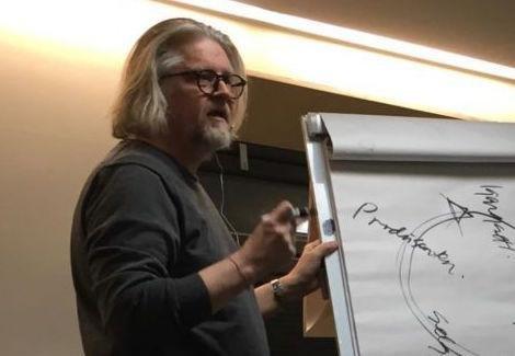 I snart 10 år har Kenneth Hansen drevet med merkevarebygging, identitet og inkludering i sin lille bedrift Blaane på Viste i Randaberg.