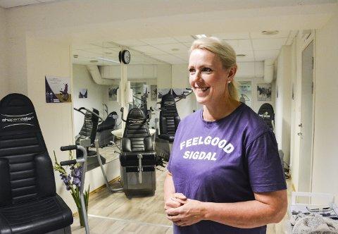 STØRRE PLASS: Helen Nymoen Brennhaugen har i sommer investert i nytt treningsutstyr og utvidet lokalene i Prestfoss. Målet hennes er å øke folkehelsen i Sigdal så mye at det synes på statistikkene om ti år.