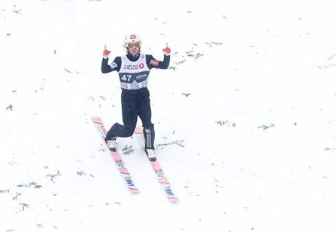 VANT: Daniel Andre Tande avanserte fra åttende plass i første omgang til seier i søndagens hopprenn i Holmenkollen.