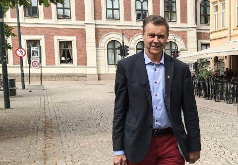 STORFORNØYD: Nedre Eiker-ordfører Bent Inge Bye smilte blidt da kommunesammenslåingen var i boks i 2017, og er like fornøyd nå når kommunen han har ledet i en årrekke rundet folketall-milepælen før den blir en del av nye Drammen kommune og skal styres fra rådhuset på Bragernes torg.