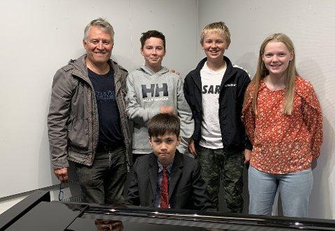 TEAM PIANO: Per-Inge Jensen, Benjamin Hansen Seljebu, Ole Fosse, Maria Walsøe og Jonas Karlsen.