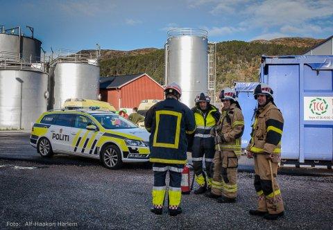 ØVING: Dette bildet er frå ei eredskapsøving for Kalvåg Kai og Bremanger kommune. Då var politi, brann og redning med. Krisestaben styrte det heile frå rådhuset. Øvinga var styrt av Nordic Crisis Management.