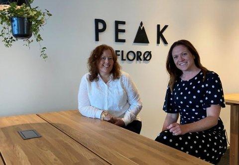 NY KONTORPLASS: NHO sitt avdelingskontor i Florø er no flytta frå Horne Brygge til Peak Florø. Her er Wenny Hansen t.v. på plass på det nye kontoret saman med den nye regiondirektøren Helene Frihammer.