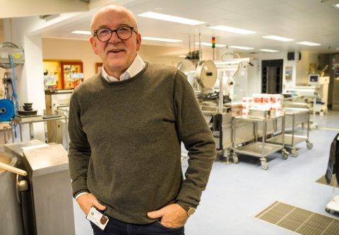 AVDELINGSJEF: Torstein Solset er ansvarleg for alt av matforsyning i Helse Førde. Han vart henta til Sentralsjukehuset i 1979 for å vere kjøkkensjef.
