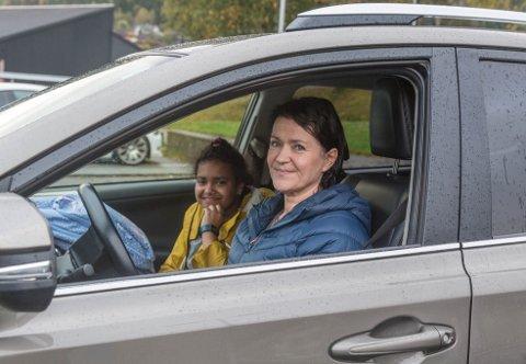 SAMKØYRING: Olga Karin Ekornrud og dottera Malin nyttar seg meir av samkøyring no når det er busstreik.