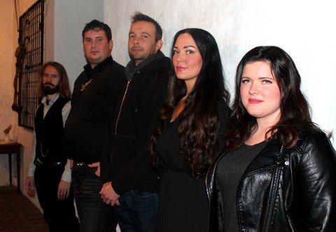 Fra venstre. Eiving Ystrøm Petersen, Chris Grant, Kjetil Veum, Lene Lind og Sara Elise Forsell. Anders Amundesen var ikke til stede.