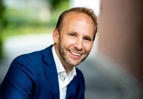 Erik-André Hvidsten dubber den norske stemmen til Jack i Mary Poppins.