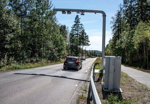 Foreslått flyttet etter tre år: Bomstasjonen i Veumveien skal etter planen starte innkrevingen neste sommer.