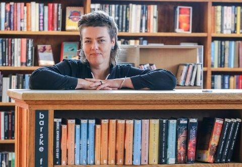 Leseuke: Det blir høytlesing gjennom hele uka. Biblioteket skal markere høytlesingsdagen. Biblioteksjef Tora Klevås gleder seg.