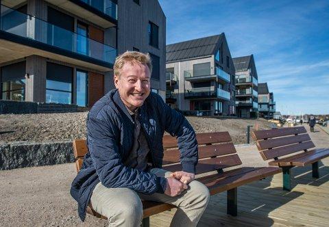 Lettsolgt. Michael Almvik Meyer selger boliger, og opplever at flere boliger enn før legges ut til salgs. Til tross for dette, rives de vekk - like raskt som i Oslo.