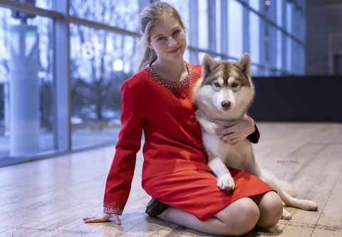 Hektisk: På det meste har Ida-Helene Sivertsen (22) vist fram 16 hunder på en dag på en hundeutstilling. Hun har faste hunder hun trener regelmessig, og hun kan ikke tenke seg et liv uten hunder. Foto: Tuss-Brennegård-Romas