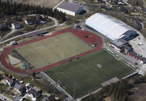 DYRERE: Det blir dyrere å leie blant annet friidrettsbanen på Narvik stadion. Dette ber Paul Rosenmeyer Narvik bystyre se på.