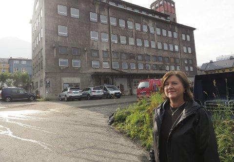 Har større planer: Det vitensenteret som nå etableres i Narvik kommer i Parkhallen – som en start. Målet er imidlertid å komme inn i langt større lokaler i teknisk kvartal, når dette er frigjort fra dagens drift, forteller prosjektleder Hanne Winther i Futurum. Foto: Terje Næsje