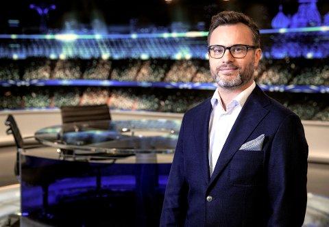 I KJENT POSITUR: Christian Ramberg er programsjef for sporten i Viasat og har ledet utallige sendinger fra store idrettsbegivenheter.