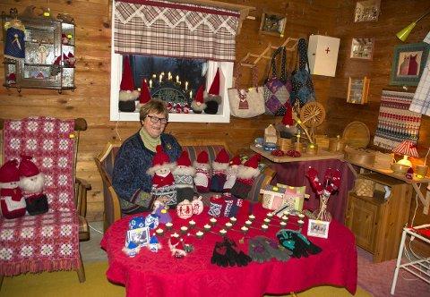 JULEMARKED: Kirsten Trovåg Gundersen ønsker velkommen til julestemning og marked i stallen i Gjøvika lørdag 11.00–17.00 og søndag 12.00–17.00.bilder: mona rolfsdatter olsen