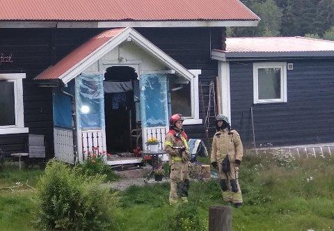 RØYKSKADER: Huset har røykskader innvendig.