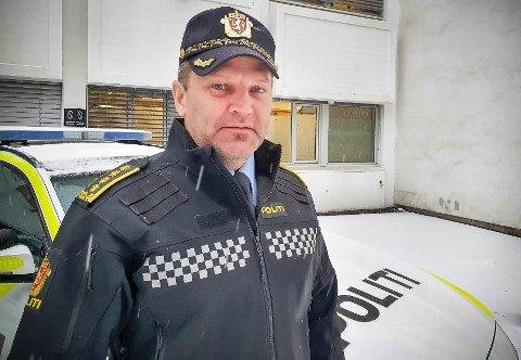 POLITI: Politiinspektør Kai Voldengen oppfordrer bilførere til ikke å la motoren gå på tomgang mer enn høyst nødvendig. Han er distriktsleder i Utrykningspolitiet distrikt 01 Øst i Øst og Innlandet politidistrikt.