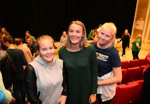 ENDRING: Vilde Stee (f.v.), Tora Granlund og Tora Slettom ved den videregående skolen i Lom representerer en skole som i årets skolevalg stemte for politisk endring.