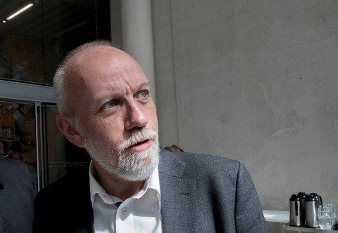 TULLPRAT: Tidligere Frp-politiker Theodor W. Holmsen mener Frps Morten Ørsal Johansen prater tull om fartsmålinger. Han oppfordrer Frp-velgere om å stemme på Sp ved høstens valg.