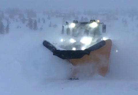Bustete: Det har vært travle dager for snøbrøyterne i fjellet. Det har skapt situasjoner.