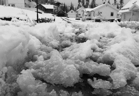 Forrige gang: Slik så det ut i Stjernevegen på Harestua sist det kom et skikkelig snøfall – natt til 29. april. Fredag og lørdag kan det bli lignende tilstander på Hadeland.