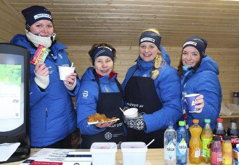 FÅR ROS: De blide frivillige har gjort inntrykk på Norges Skiforbund. Her representert ved damene i kiosk 3. Fra venstre står Borghild Helmen, Jorun Horgen, Monica Hansen Hagen og Anne Ruden-Grinaker.