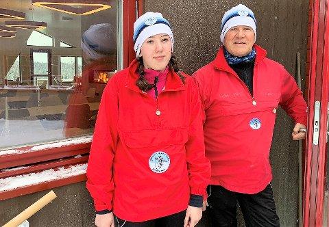 SKIFORENINGEN: Hedda og Steinar Kjærnsrød synes hytta på Lushaugen hadde blitt veldig flott. Kjærnsrød har ansvaret for å oppdatere oss på løyper via Skiforeningens database.