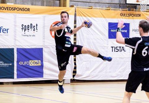 Simen Holm var banens beste da HTH vant med ti mål mot Stord, mener HAs håndballeksperter.  Foto: Hans Petter Wille