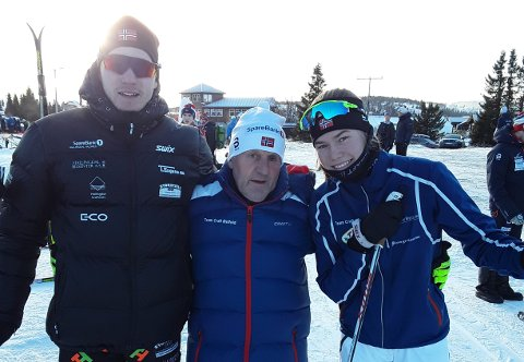 FORNØYDE: TFLs trener Hans Lie var imponert over hva Marius Svendsby, Martine Svendsby og de andre lokale skiløperne leverte i skisporet på Gålå.