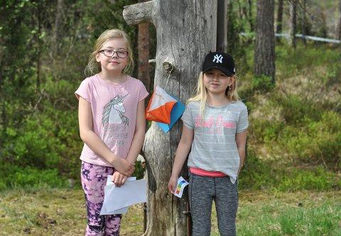 FANT POSTEN: Natalie Kjernsholen (tv) og Josefine Farstad var på postjakt.