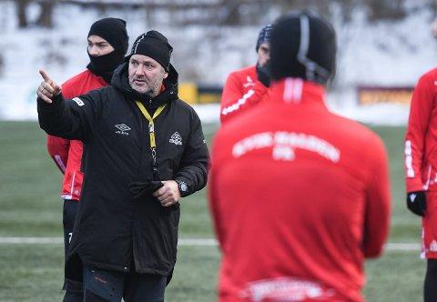 SPILLERJAKT: Tor Thodesen er godt i gang som ny hovedtrener i Kvik Halden, men innrømmer at han ønsker en keeper og kanskje en midtstopper før seriestart.