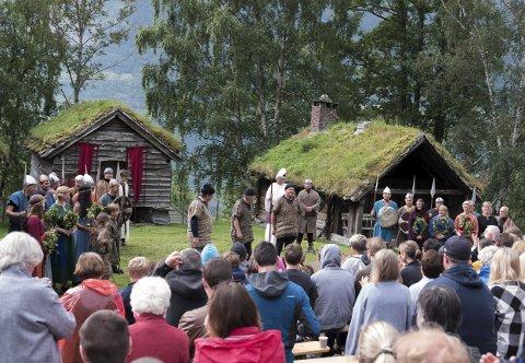 Heilag Olav vitja Ullensvang: Om lag 300 personar kom for å sjå det alternative Olavspelet.