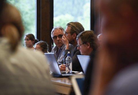 Arbeidarpartiet: F.v. Trond Instebø, Gard H. Risan og Amund Velure. Berre Risan røysta for Aga.